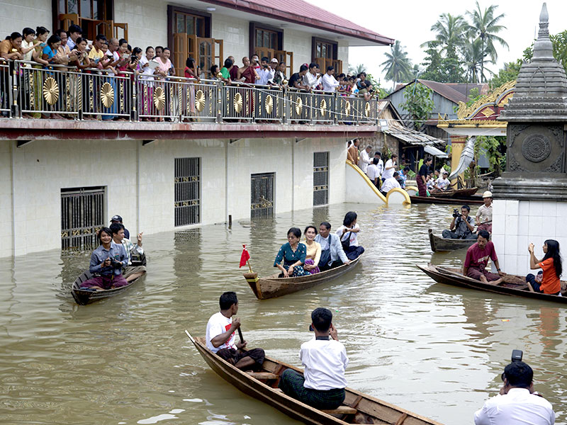 aung-san-suu-kyi-floods